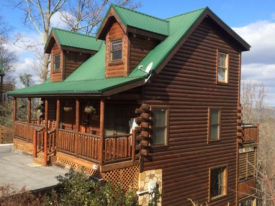 Luxury Cabin* Great Views*  Hot Tub*  WIFI* Grill* A/C* Jacuzzi* Game Room