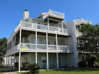 Angler's Retreat Town home on Tybee's North Island. 4 Bedroom and Pet friendly