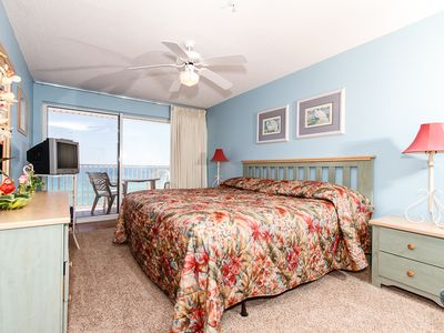 Master Bedroom - King bed, TV, great beachfront view!
