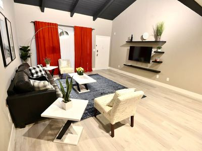 LUX 2 Bedroom Condo close to Airport and UNLV A14