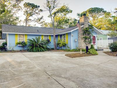 Photo for A Mermaid's Tale! Pet Friendly! WiFi! 2 Blocks To Beach! 2 Master Suites!