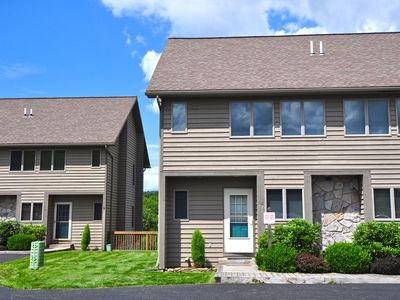 Photo for Delightful 3 Bedroom Ski in/ Ski Out townhome!