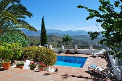 Photo for Pretty Reformed Stables With Spectacular Views, Private Pool And Gardens