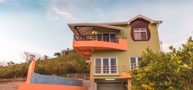 Photo for Luxury Hilltop Retreat; Close To Main Attractions Best Deal!!