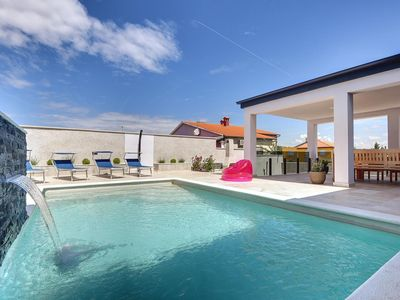 Photo for Villa in Banjole with private pool, gym, darts, table tennis, WiFi, 3 air conditioners and only 1 km to the beach