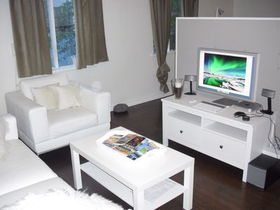 Living area, Mac, Internet, Satellite TV, Bose sound  system