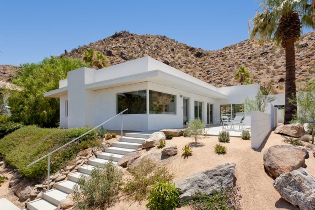 Mid century hillside home   level in and out  Casita and garage right of. Modern Hillside Retreat  Private  Great      HomeAway Palm Springs