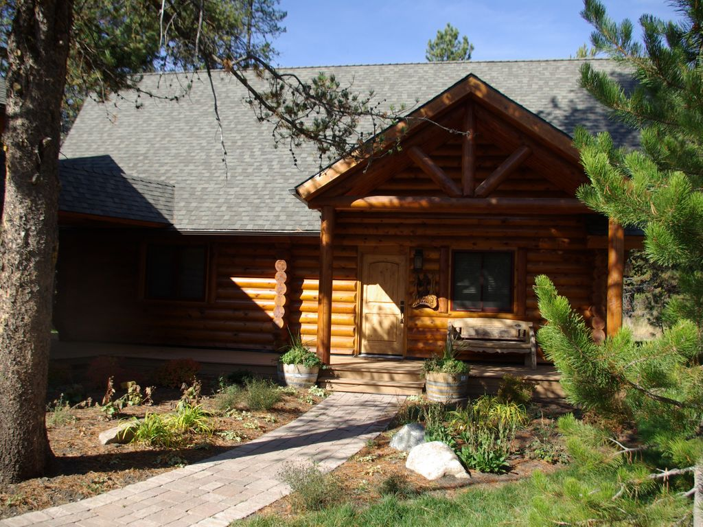 High end finishes log cabin close to lake downtown and for Elevated log cabin