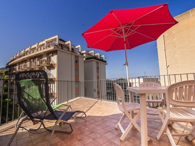 Photo for Apartment with terrace in the center and 250 meters from the beach, 6/8 beds