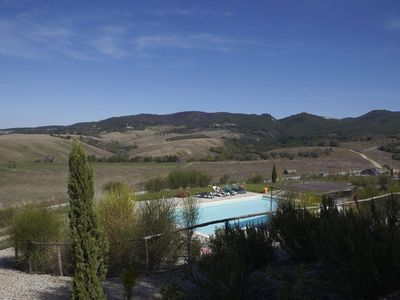 Photo for Beautiful apartment with WIFI, pool, TV, panoramic view and parking, close to San Gimignano