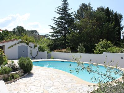 Photo for Villa on one level with pool in Provence