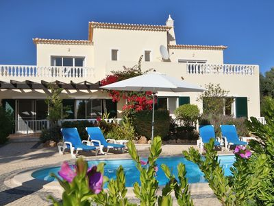 Photo for Large villa with pool and garden near Albufeira