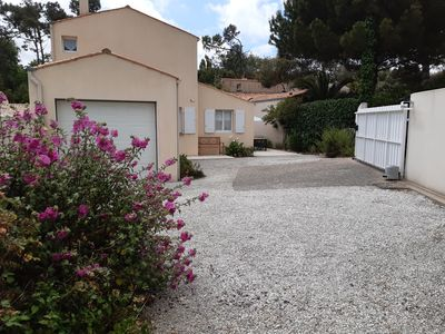 Photo for Beautiful holiday villa 700m from the beach