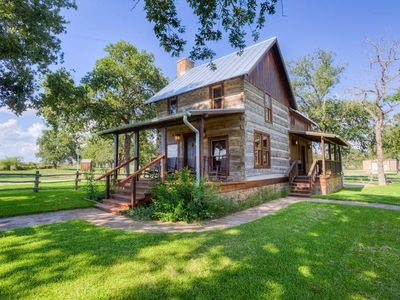 Photo for Absolutely Charming Weinland Haus, 2/2 Log Cabin, Close to Town with Hot Tub