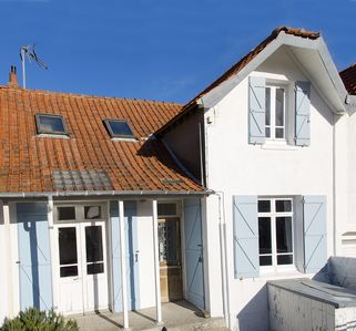 Photo for Delightful house with large enclosed back garden close to sea