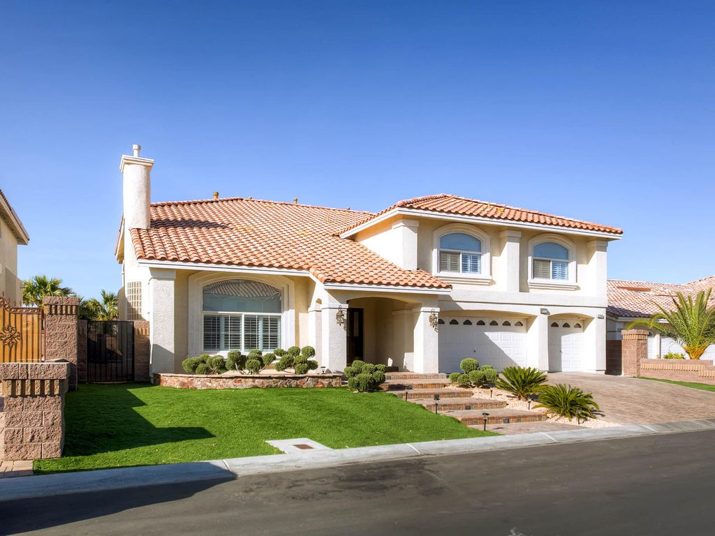 Fantastic home with basement and heated poo vrbo for Las vegas homes with basements