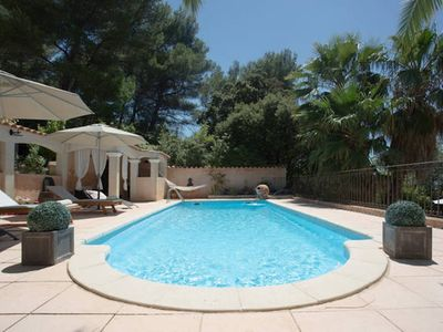 Photo for Ground floor villa with swimming pool 10 minutes from the beaches and circuit castellet