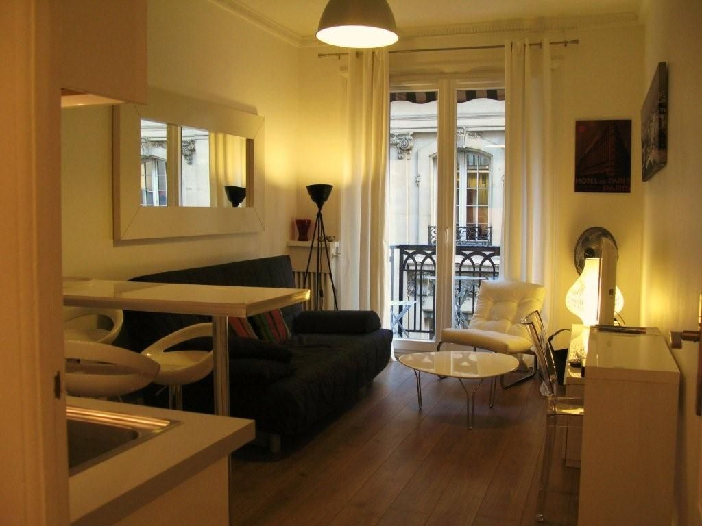 Louvre madeleine opera champs elys es in a former luxury for Boutique hotel 9th arrondissement