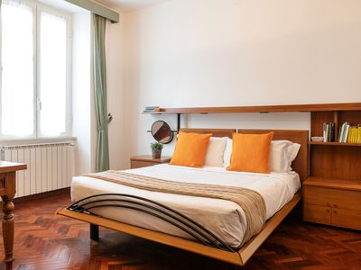 Photo for Sleek flat up to 4 guests 12min from Spanish Steps