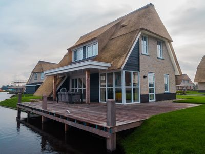 Photo for Marvellous thatched villa with sauna, by the Tjeukemeer