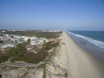 Photo for Dunesbury: Oceanfront, dog-friendly, four bedrooms, mini-vacation anytime, community tennis courts.