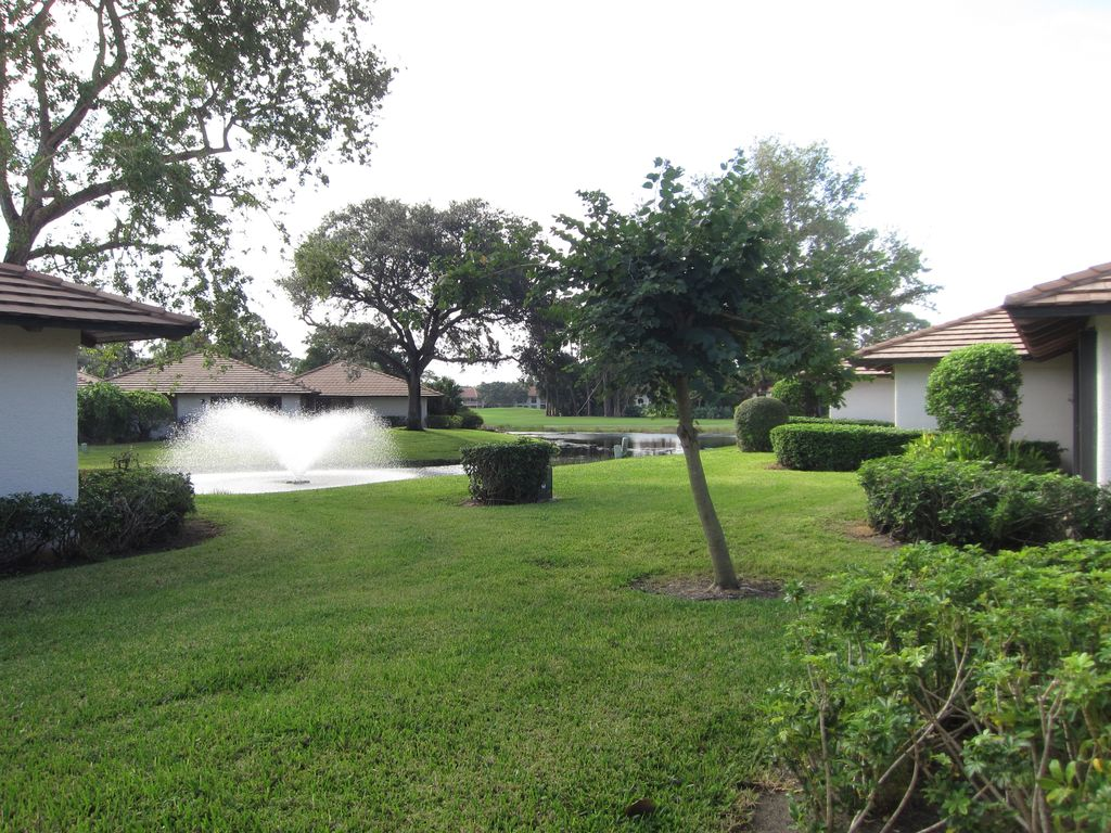 PGA Club Cottage with pond and fountain views, Palm Beach Gardens ...