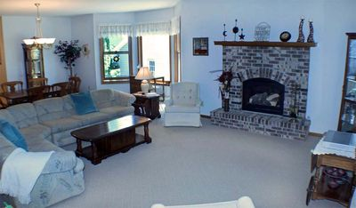 ASK ABOUT LAST MINUTE DEALS Golf, Beach & Marina Close FREE WiFi Sleeps 10 in Beds Short Stroll to Lake Michigan!