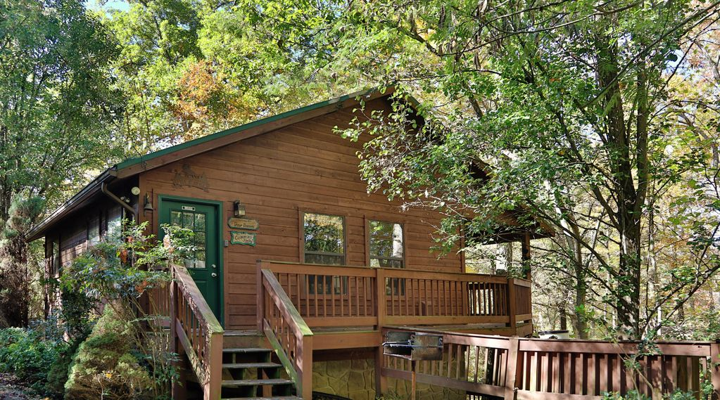 tucked away smoky mountain cabin near gatlinburg and