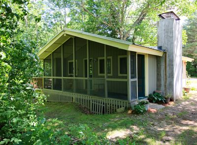 Front of cabin w/ screened in porch