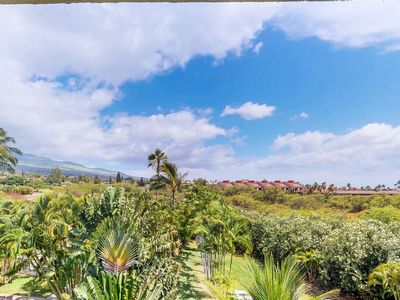 Photo for Updated condo w/ lanai, shared pool/hot tub & tennis - minutes to the beach!