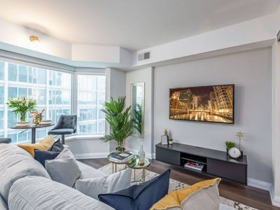 Photo for Yorkville Living - 1 BR + Sofabed + Easy Parking