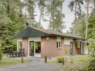Photo for 4-person bungalow - Specially accessible in the holiday park Landal Heideheuvel - in the woods/woodland setting