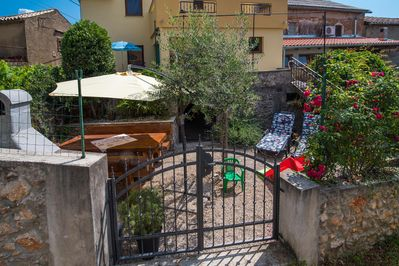 Attractive rustic Holiday house - private jacuzzi, spacious balcony and terrace, beautiful view - 2