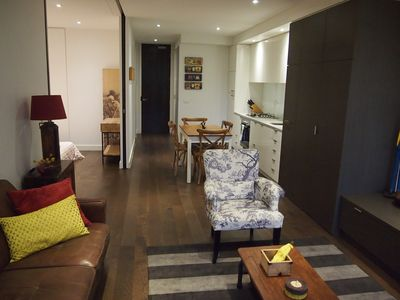 Spacious living for up to 4 guests (2 couples)