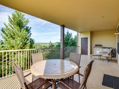 Photo for Lake view condo w/balcony, grill & shared pool/hot tubs/gym/marina
