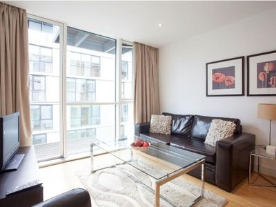 Photo for Times Square 1B apartment in Tower Hamlets with WiFi, balcony & lift.
