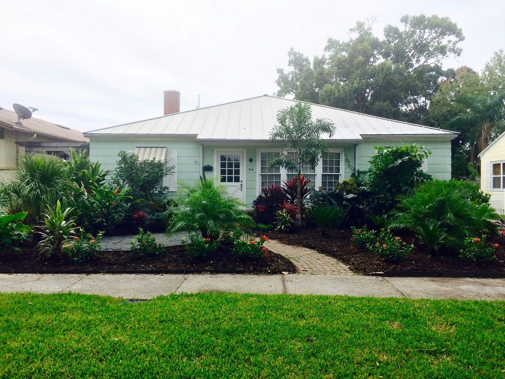 Bright 3/2 bungalow in walkable family-friendly Orlando neighborhood