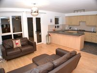 Greatly location- very spacious and clean!