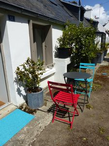 Photo for Small holiday home with a terrace facing the sea