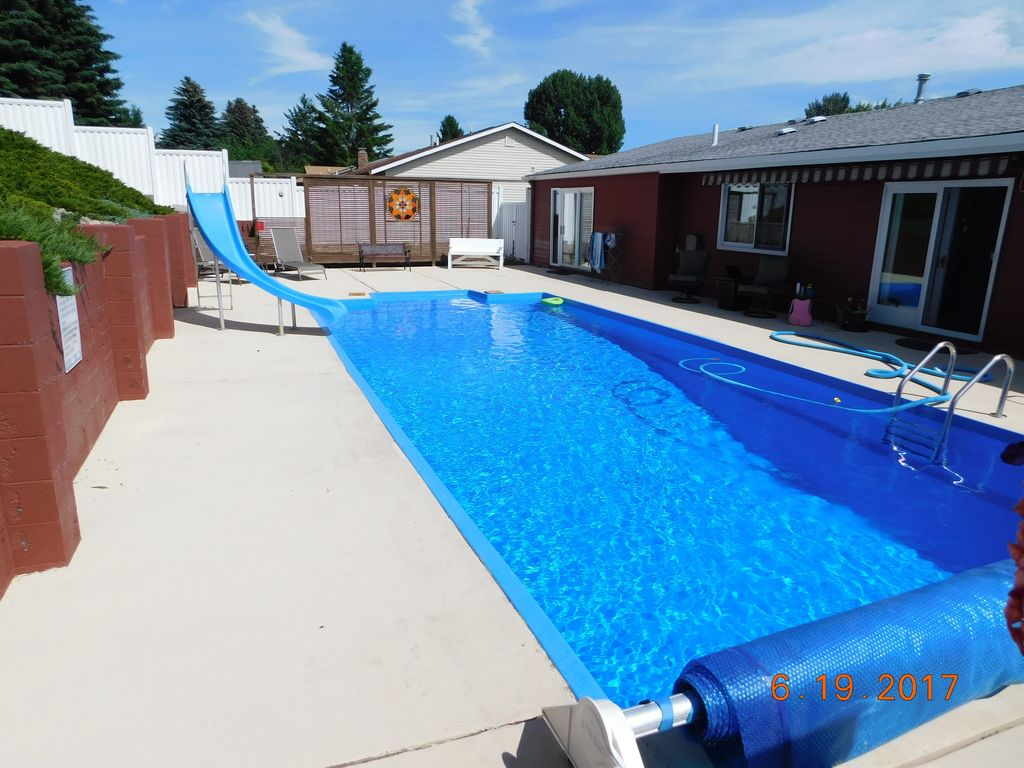 Centrally Located In Kalispell Swimming Pool And Deck 3 Br Vacation House For Rent In