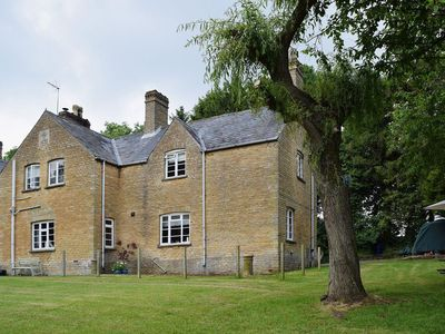 Photo for 2 bedroom property in All Northamptonshire. Pet friendly.