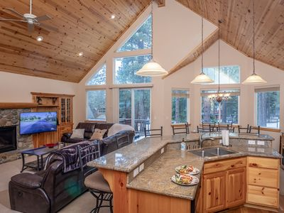 Photo for South Tahoe Luxury Vacation Home near Heavenly, Private Hot Tub, WIFI sleeps 10