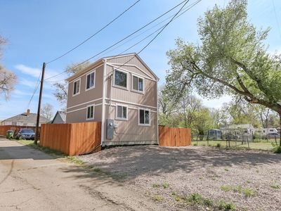 Photo for Downtown cottage with large patio, AC, newly built and sparkling clean!