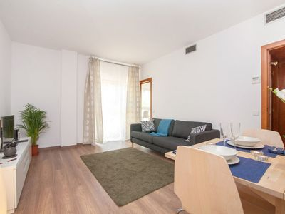 Photo for Tetuan Cinco apartment in Eixample Dreta with WiFi, air conditioning, shared garden & lift.