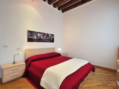 Apartment near the Bridge of Sights with canalview