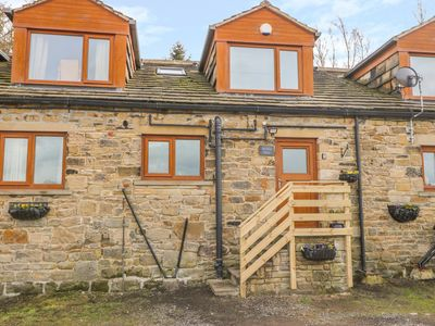 Photo for MIDDLE BARN, family friendly, with hot tub in Haworth, Ref 1006764