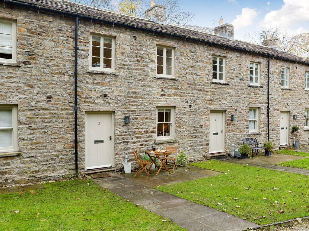2 bedroom property in Leyburn. Pet friendly.
