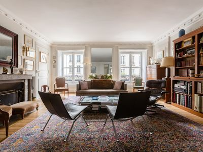 Photo for Fresh & chic French-style flat easily reachable to all Paris attractions (Veeve)