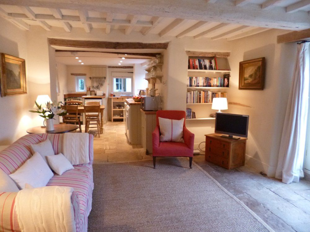 Cool August Sale A Cosy Cotswold Cottage Near Blenheim Palace Oxford Soho Farm Witney Interior Design Ideas Gentotryabchikinfo