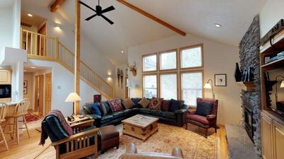 Photo for 36 Kinglet Lane: 5 BR / 3.5 BA home in Sunriver, Sleeps 12